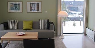 FENGSELSTUE: Gulvet er belagt med linoleum, paletten er i dempet grønn og grå, lysinnslippet er raust.