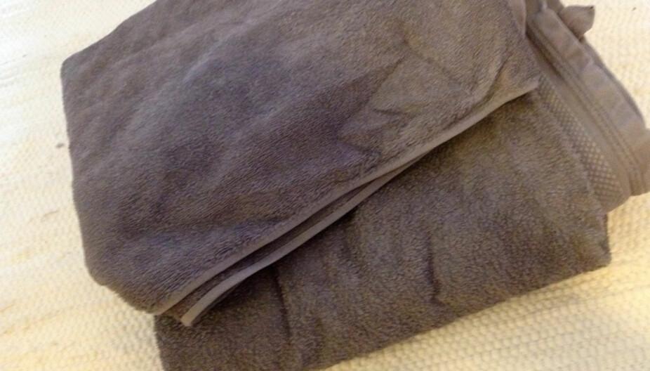 IKKE SOM PÅ HOTELL: Sliter du med knallharde håndklær? Da må du lese denne saken.