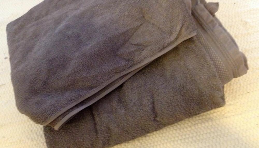 IKKE SOM PÅ HOTELL: Sliter du med håndklær som eksfolierer deg etter at du har vært i dusjen? Da må du prøve dette trikset.