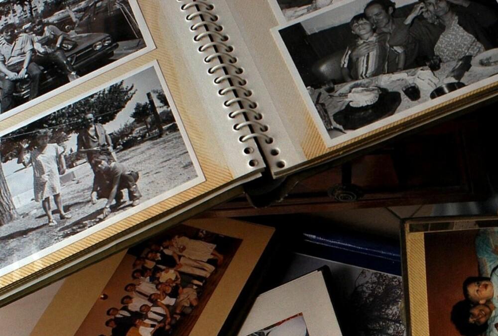 HYGGELIG Å BEHOLDE: Det er fint å beholde gamle bilder, men det kan gjøres digitalt. Så kan du jo ha et album til spesielt utvalgte fotografier.
