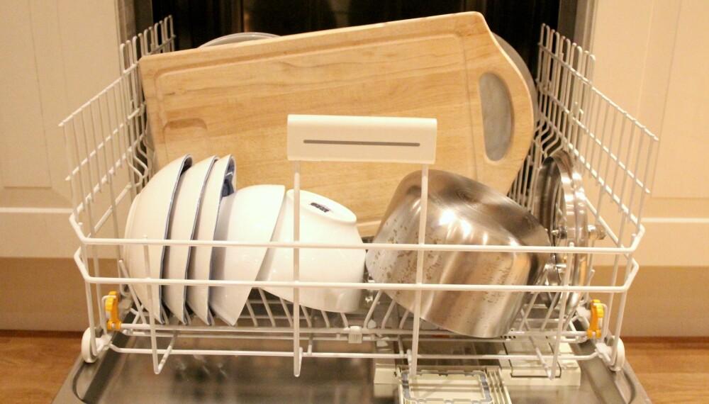 TREFJØL: En fjøl laget av tre og andre tregjenstander bør helst ikke i oppvaskmaskinen.