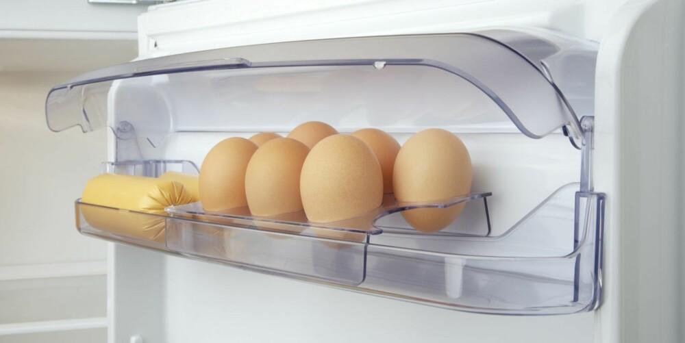 EGG: I kjøleskapet oppbevares eggene best langt oppe i kjøleskapet. Husk at egg har mye lengre holdbarhet enn det som står på pakken.