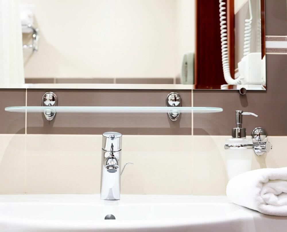 STØRRE BEHOV FOR OFTERE VASK: Et tips fra Line Mercedes i CityMaid HjemmeService er å hyppig vaske der du tar mye med hendene dine på badet. - Dette gjelder for eksempel vasken, såpedispenseren og dørhåndtaket, sier hun.