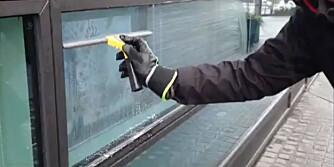 VANLIG FEIL: Unngå å vaske vinduene slik.