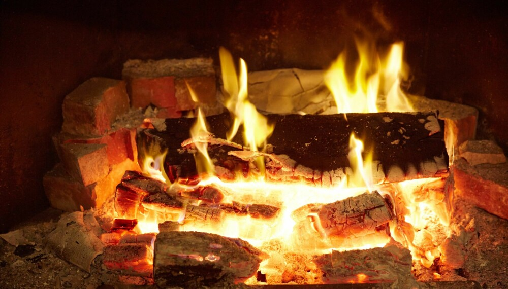 HELSEFREMMENDE PEISKOS: - Fyring med helt eller delvis stengt spjeld medfører som regel alltid dårligere forbrenning og mer utslipp av skadelige stoffer. Sørg for å kjøpe inn en ovn som passer til ditt varmebehov, tipser Morten Seljeskog i SINTEF.