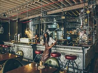 """GLEMMER IKKE DENNE: Denne kaféen kjører en stilretning kalt """"steampunk""""."""