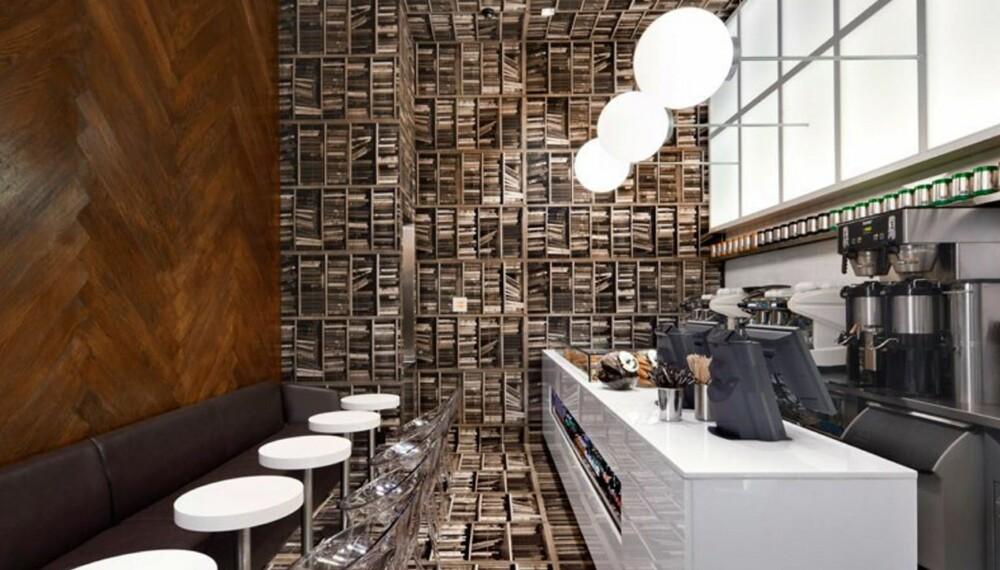 FOR BOKELSKEREN: Om du liker å lese, eller bare å se bøker over alt, ta turen til kaffebaren D'espresso på hjørnet av Madison Ave og 42nd Street i New York.