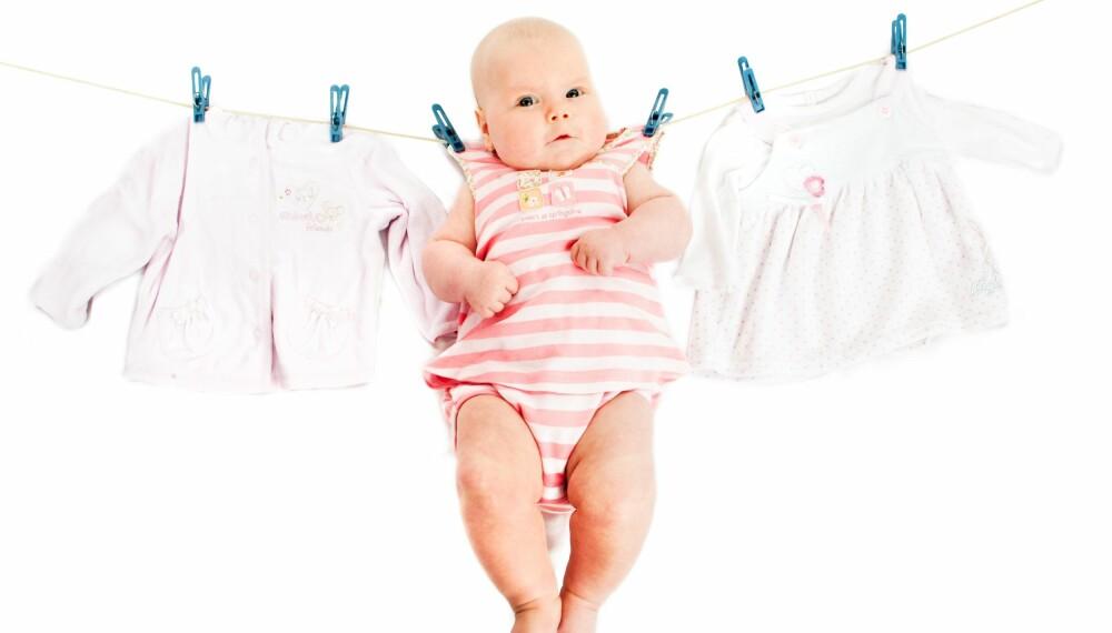 REN: Babytøy får ofte vanskelige flekker, men vasker du riktig, får du det rent og pent igjen.  Illustrasjonsfoto: Colourbox