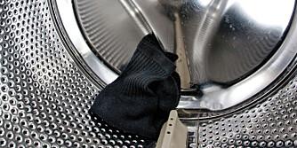 SYNDEREN? Det er ulike oppfatninger om vaskemaskinen virkelig er synderen når det gjelder forsvunnede sokker.