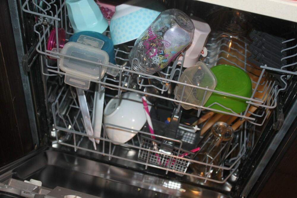 EKKEL LUKT: En skitten oppvaskmaskin gir ikke ren oppvask. FOTO: Trine Jensen