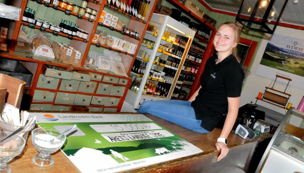 Anna Haugstad Avdem (24) og hennes nyåpnede lokalmatbutikk Avdemsbue på Lesja er kåret til vinner i gründerkåringen Årets Landlige Spire.