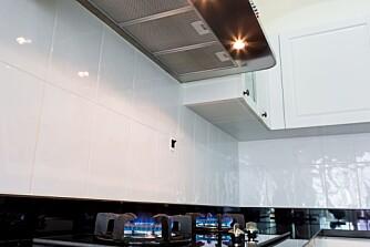 VÅRRENGJØRING: Både kjøkkenviften, stekeovnen og bak den og vegger og hyller i nærheten av stekeområdet bør få en skikkelig vårrengjøring.