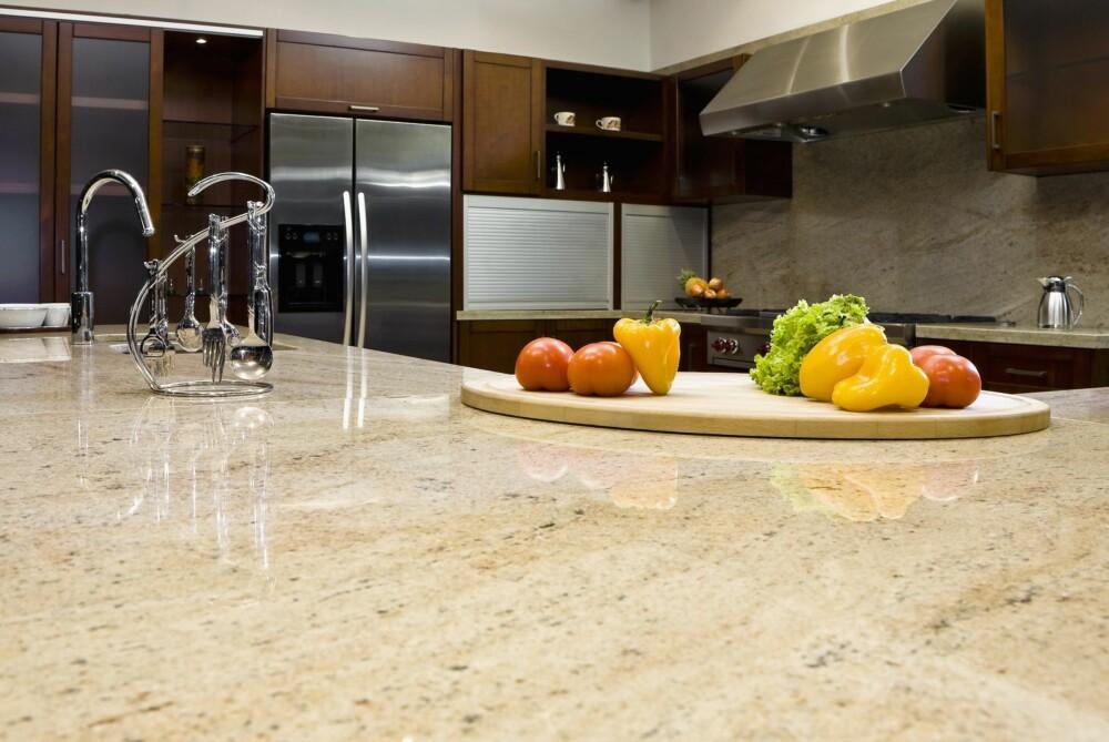 MER UTSATT FOR FLEKKER: Marmor er et sart materiale som du skal være forsiktig med.