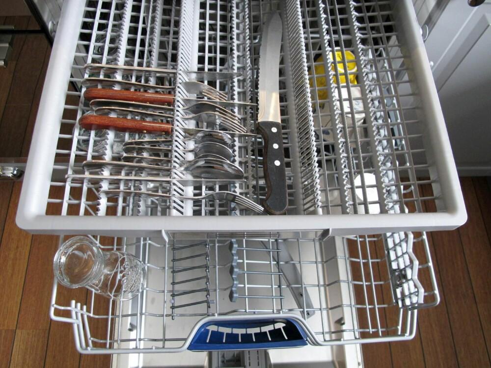 FEIL: Brødkniven bør ikke legges i oppvaskmaskinen.