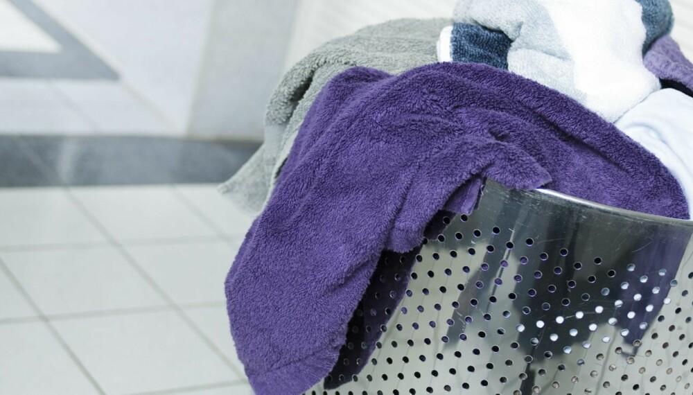 VASK PÅ 60 GRADER: Slitasje på håndklær og sengetøy reduseres ved å vaske på 60 grader, på kort vaskeprogram og uten bruk av tørketrommel.