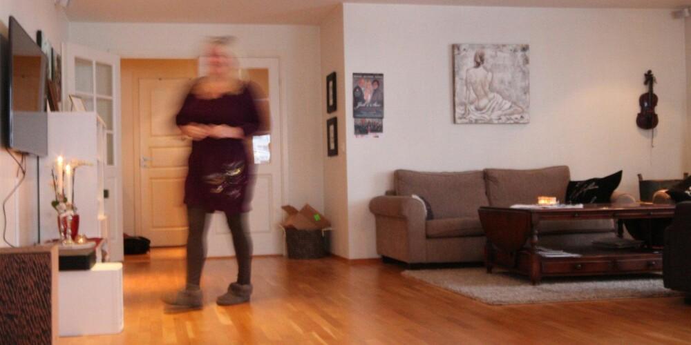 IKKE MANISK: Gunn Kari Kverne tolererer smårot og anerkjenner at ting og tang skaper trivsel i hjemmet. Hun er mer opptatt av at tingene har sin faste plass.