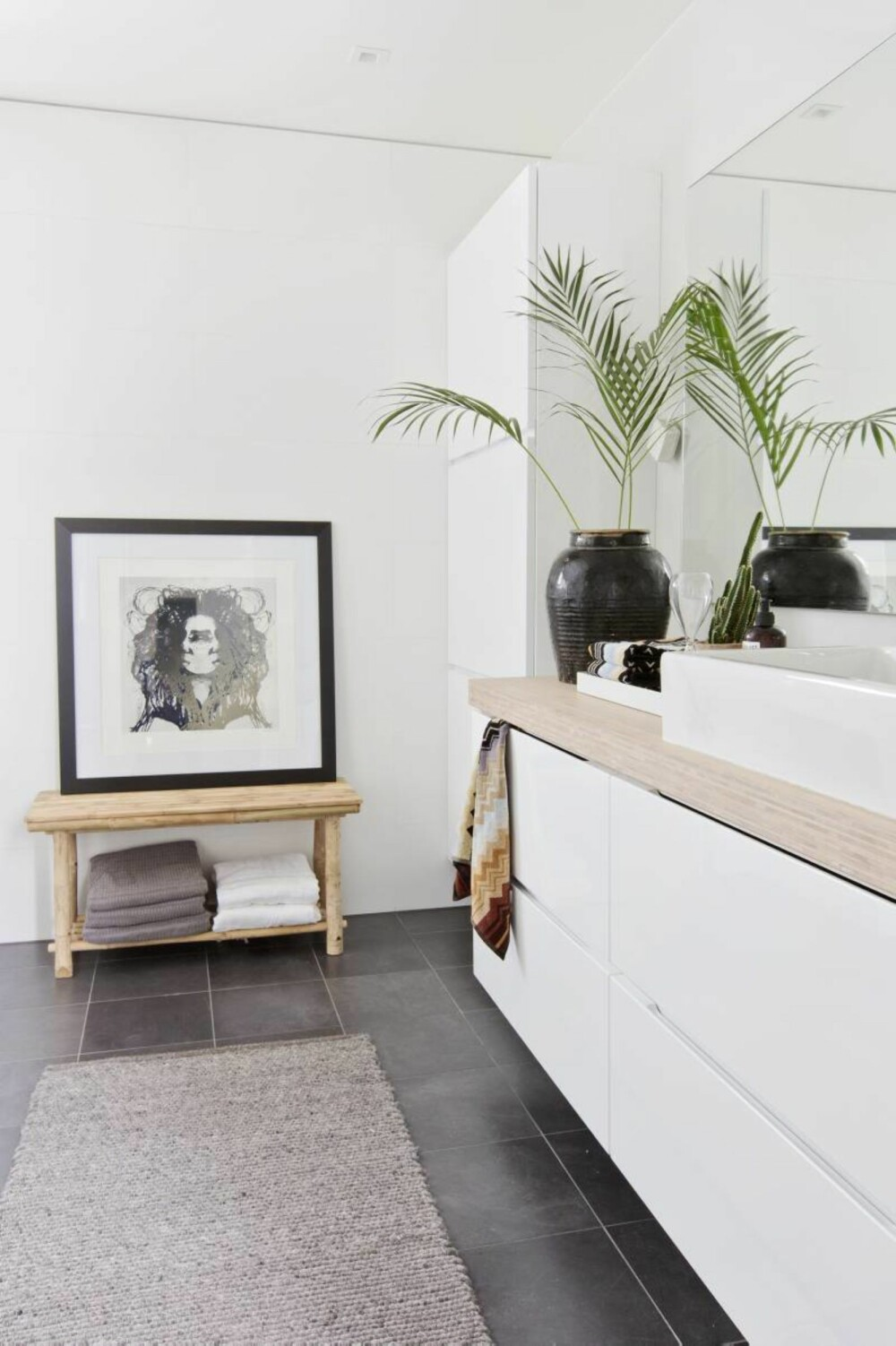 Idé fra magasin. Ideen fra planløsningen på badet fant Anna i et interiørblad. Gulvet har fliser fra Höganäs.
