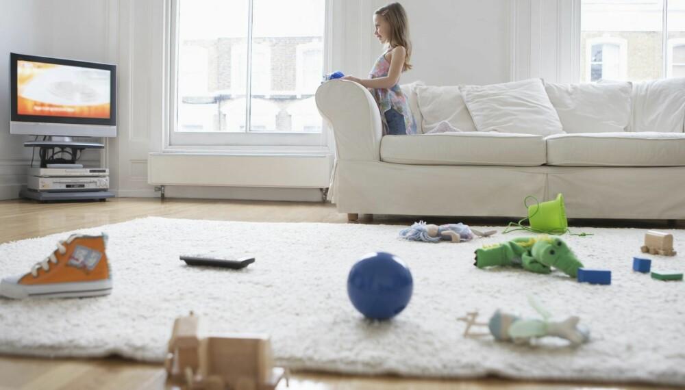 MÅ FORTSATT RYDDE: Foreldre trenger ikke frykte bortskjemte barn  så lenge barna fortsatt må hjelpe til å rydde før vaskehjelpen kommer.