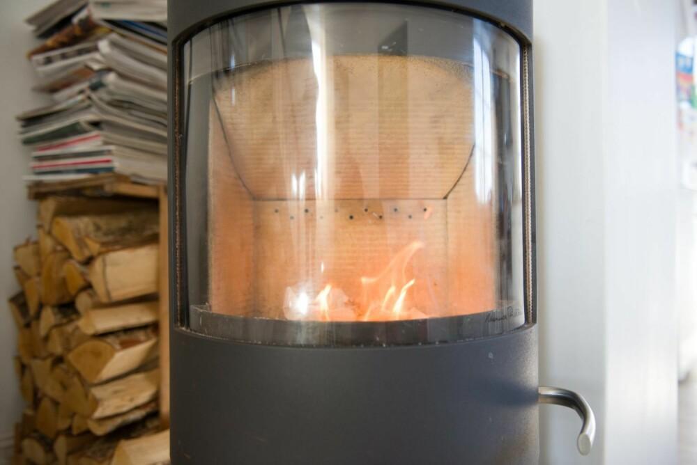 RENT NOK: Venstresiden er renset med aske, mens høyresiden er vasket med glassrens. Resultatet fremstår som likt.