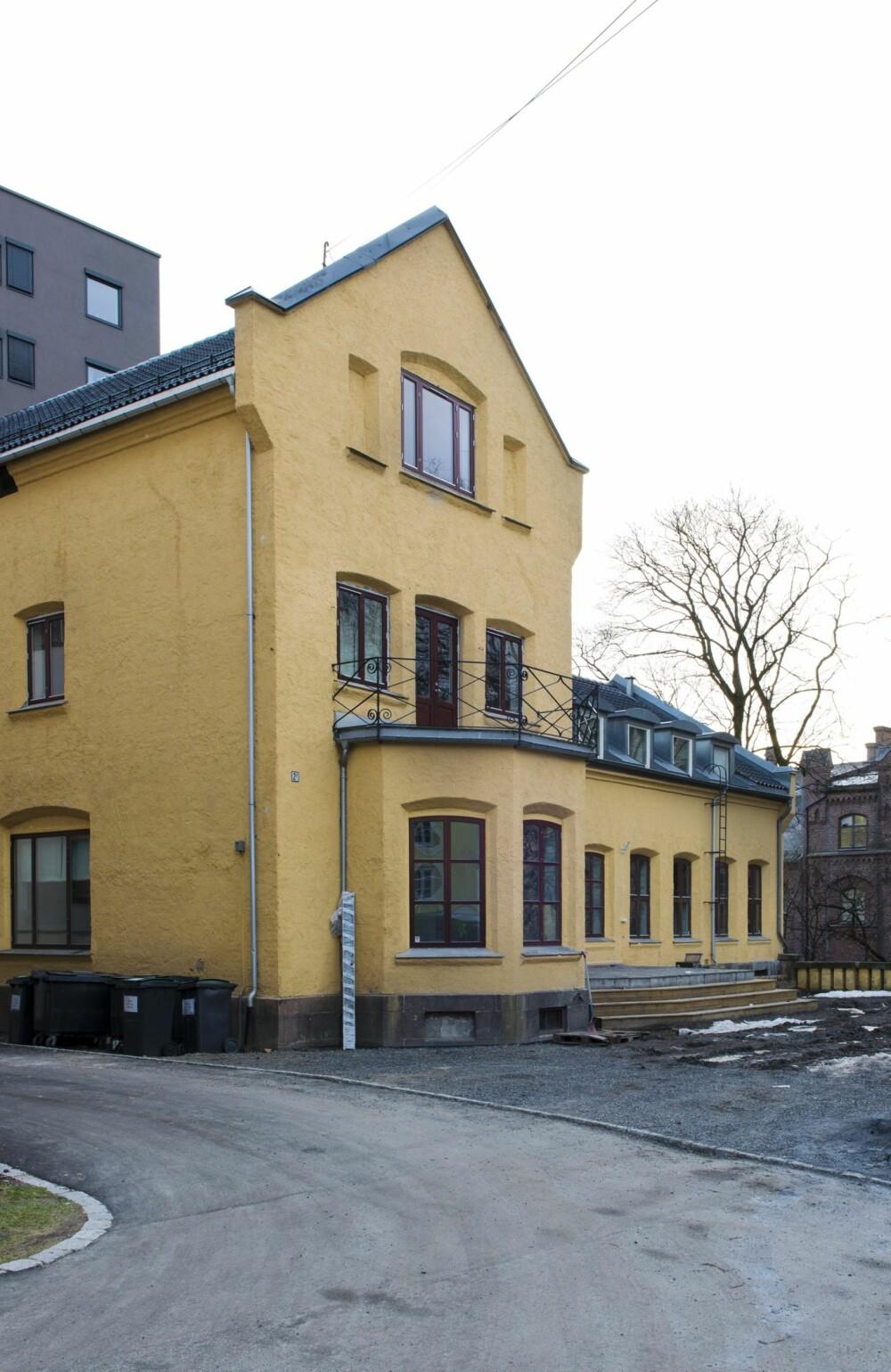 FIN FASADE: Murvillaen ble oppført i 1865 i engelsk stil, med preg av tysk borgromantikk. Her bodde direktøren av Bjølsen Valsemølle med sin familie.