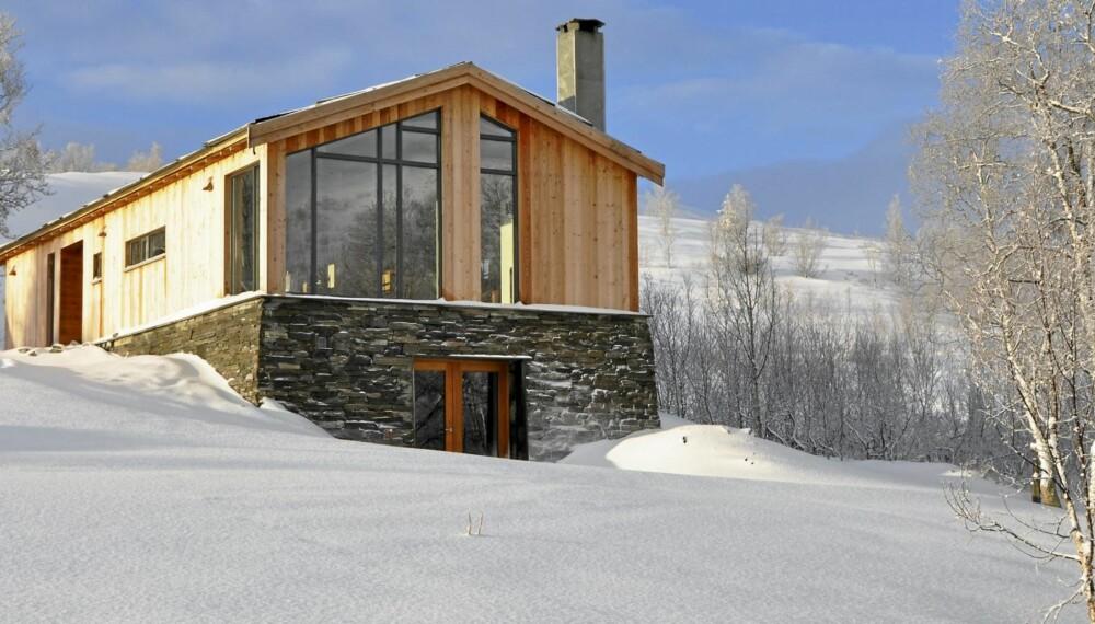 DRØMMEFJØSET: Siri og Ivar ønsket å ta vare på stedets historie da de bygde hytta på en tomt der det tidligere sto et gammelt fjøs. Den nye hytta har samme mål og bygningskropp som seterfjøsene hadde.