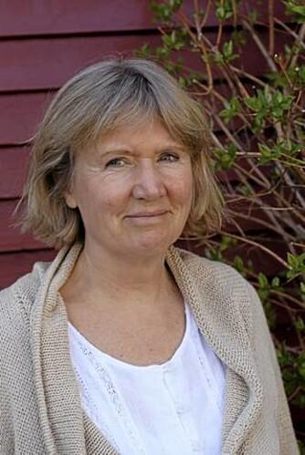 Psykolog Grethe Nordhelle ser mange fordeler ved å finne frem strikketøyet.