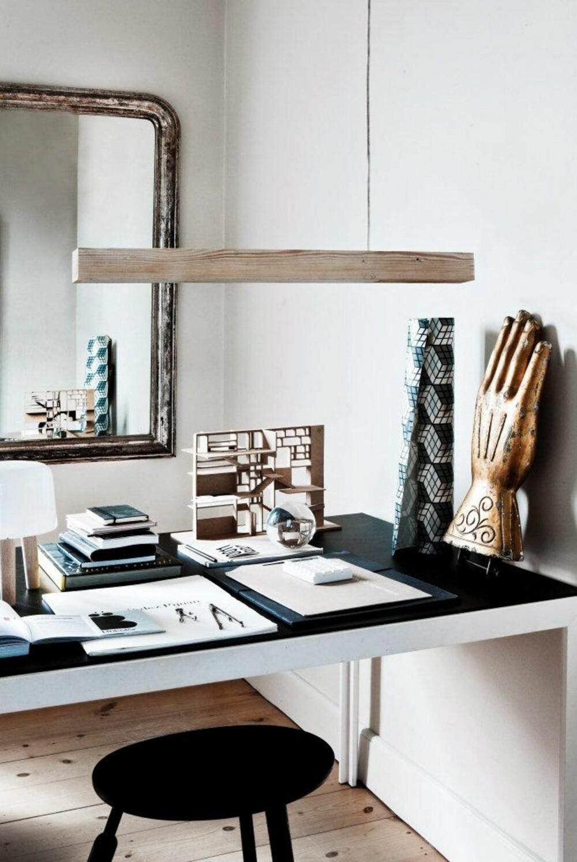 LESELYS. Ved arbeidsbordet trenger du konsentrert direktebelysning, avlang pendel Blasted, fra andtradition og llums Bolighus.