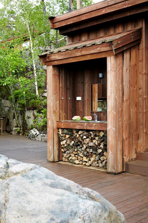 UTEKJØKKEN: I tilknytning til badet er det lagt ut vann til et mini-utekjøkken.
