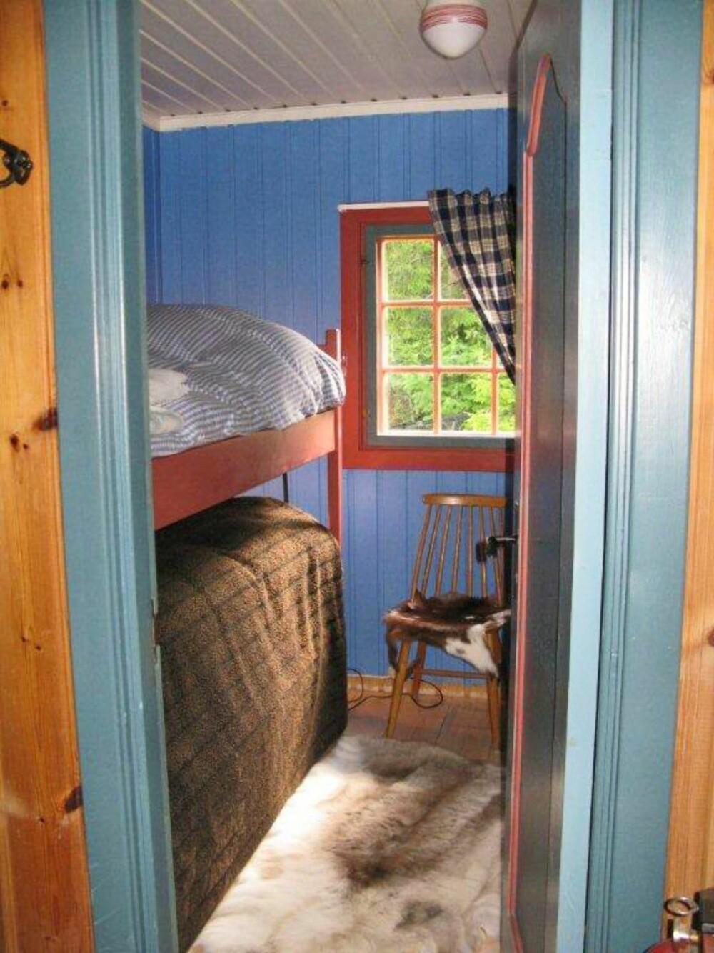 TRADISJONELL: Soverommet fremsto som litt kjedelig og mørk da hytteeier tok over. (FOTO: Privat)