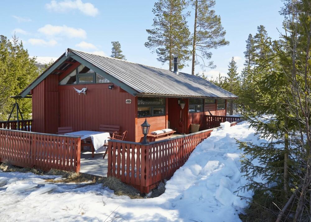 LAVMÆLT HYTTE: Bete/Beitski–hytta  ligger rett ved bakken. Perfekt for skiglade Yvonne Bell og Tor-Arve Imingen.  (FOTO: Sveinung Bråthen)