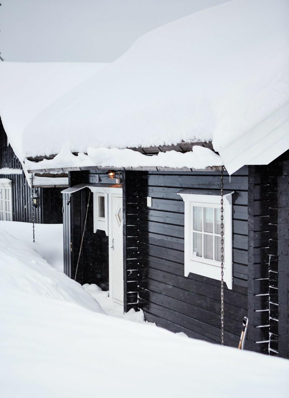 TØMMERHYTTE I TRYSIL: Byggeår 2010. Størrelse: 36 kvm. pluss hems. Eiere: Familien Johansson. Rominndeling: Kjøkken med åpen løsning mot stue, spisekrok, bad, tv-stue/gjesterom, to rom på hems. Fasiliteter: Innlagt strøm og vann. FOTO: Sveinung Bråthen