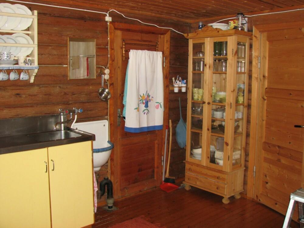 UPRAKTISK: Det gamle kjøkkenet var både trangt og upraktisk.