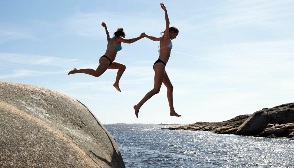 ØYHOPPING PÅ HVALER: Hytteeieren på Kjerringholmen på Hvaler har glade dager med øyhopping, lek og sene kvelder. Å selge hytte her er ikke vanskelig i øyeblikket.