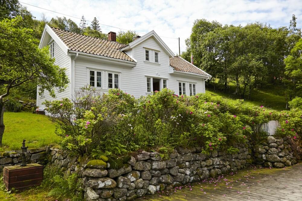 Redningsaksjon: Tenk at dette huset holdt på å ramle sammen for 20 årsiden! Liv og Oluf var da uerfarne med gamle trehus. Med årene har de fått en ekspertise.