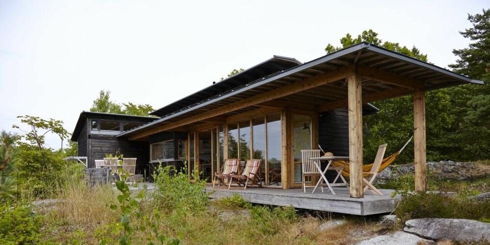 LYS TVERS GJENNOM: Hytteeieren har tegnet hytta selv - inspirert av japansk arkitektur.