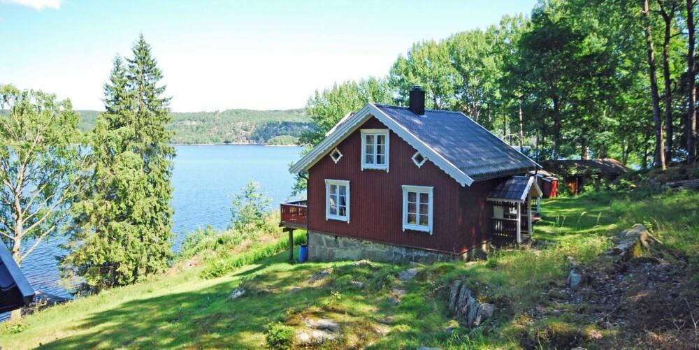 Til salgs: Flisebacken 1 sjarmereden hytte ved Iddefjorden, Strömstad. Pris 2 300 000 svenske kroner.