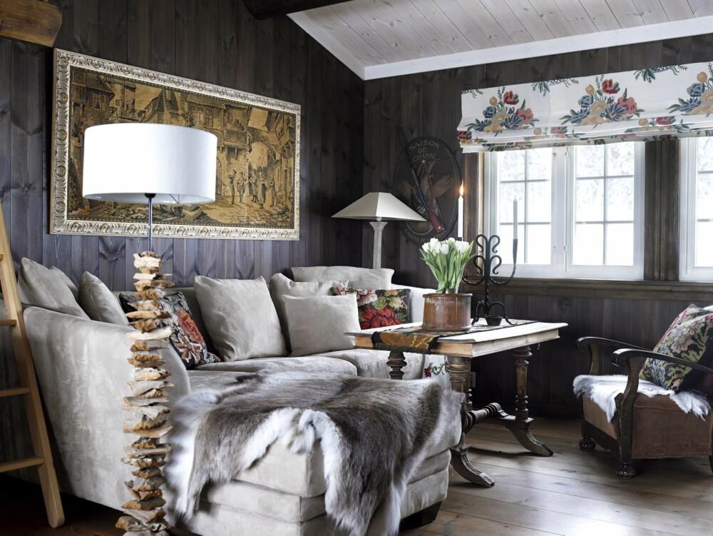 Lun stue: Sofaen er fra Nomi. Skinnstolen med originalt skinntrekk er etter besteforeldrene til Per.