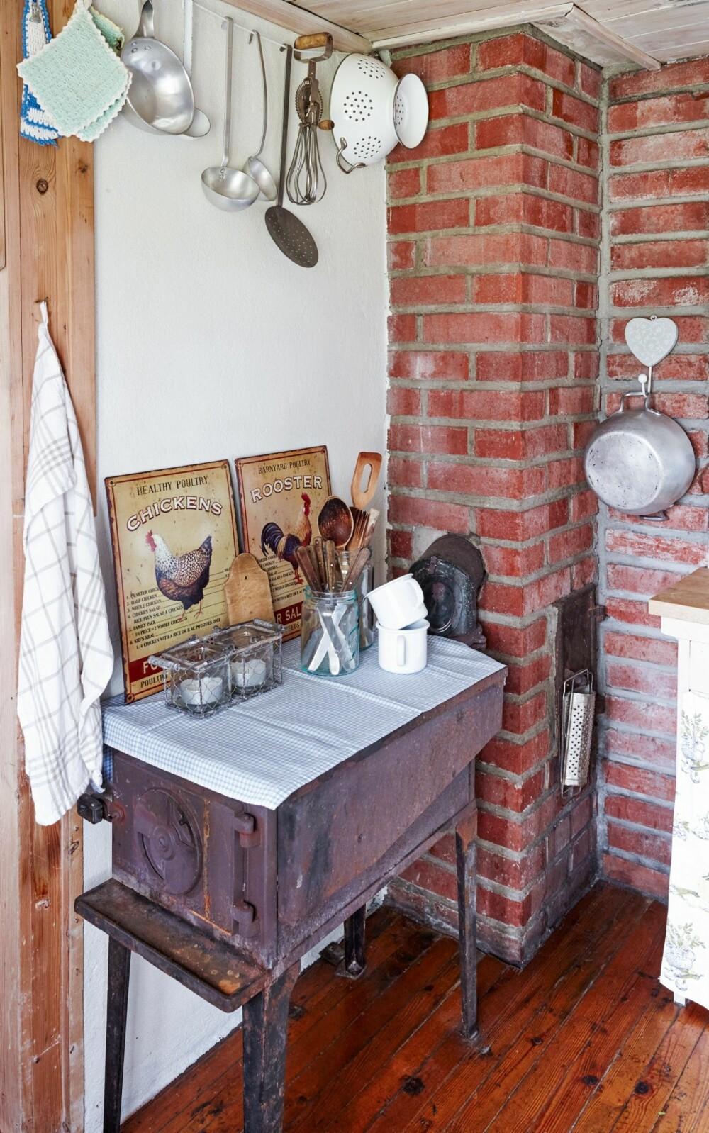 GODT BEVART: Kjøkkenet er blitt tatt vare på slik det var. Her står fremdeles den gamle vedovnen.
