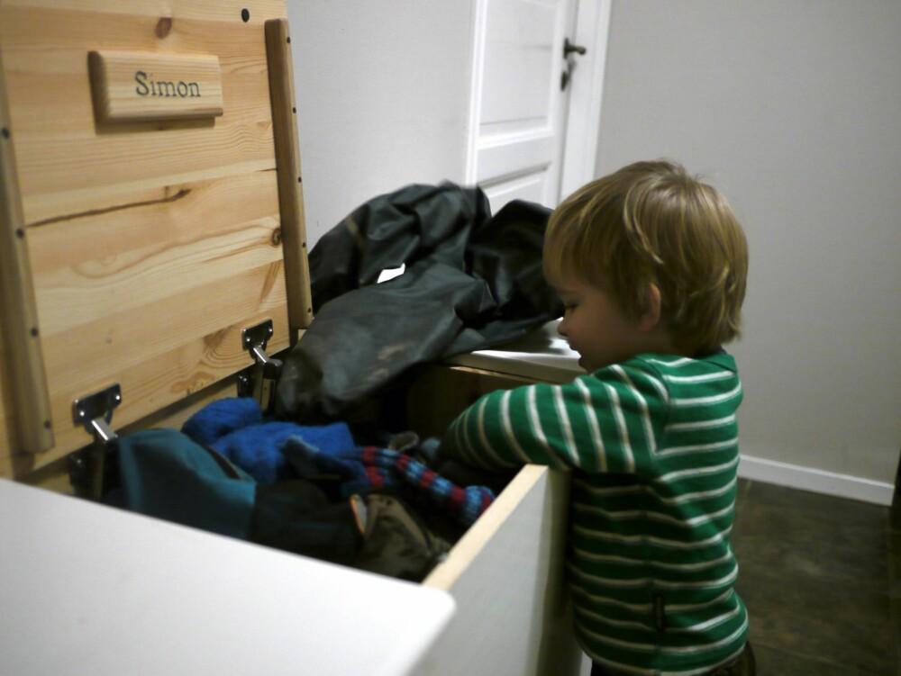 ORDEN I KAOSET: Med sine egne rom er det enkelt for barna å grave frem yttertøyet sitt.