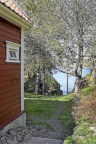 FISKING OG BADING: Denne eiendommen skal by på bade- og fiskemuligheter rett utenfor egen hytte.