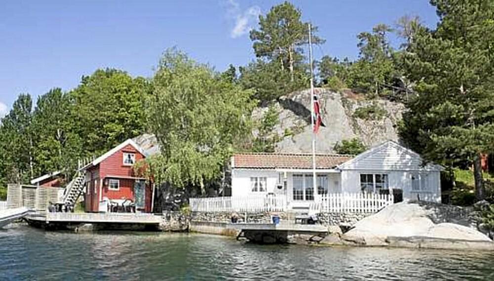 HYTTEDRØM: Se hva som er til salgs nå. Hytta på bildet har en prisantydning på 5 millioner, noe som inkluderer hytte, sjøbu, brygge og strandlinje i Høvåg, ikke langt fra Lillesand.