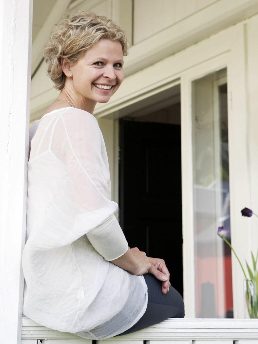 FUNNET GULL: Cathrine er utdannet innen matvitenskap, men har truffet en sterk interiørtrend, og lever nå av å lage vakre stubber. Styling: Kirsten Visdal.