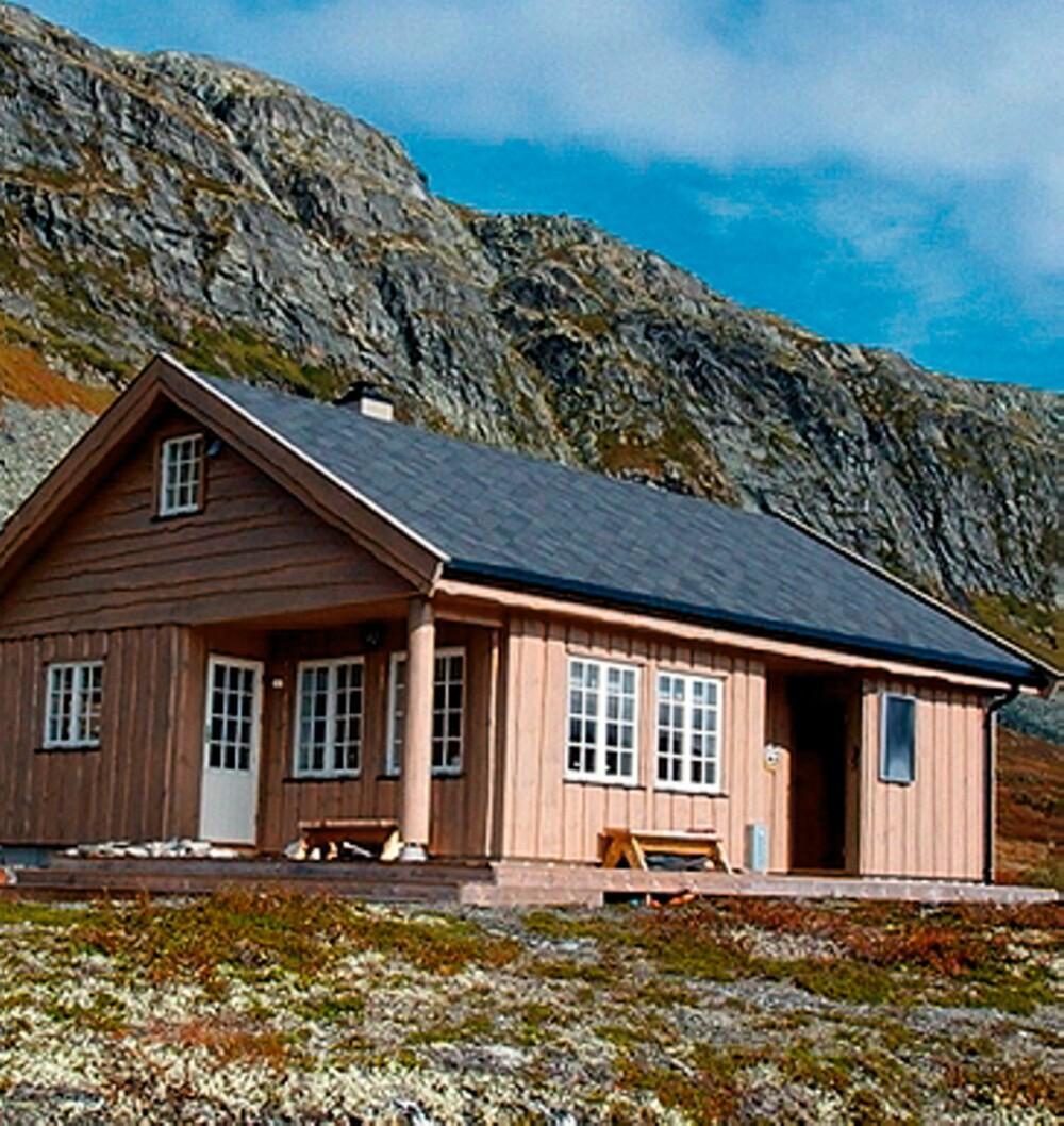 HEDERLIG OMTALE II: Hytta til Vibeke Reigstad på Tyin ligger fantastisk til i høyfjellet. Den er enkel, robust, og praktisk.