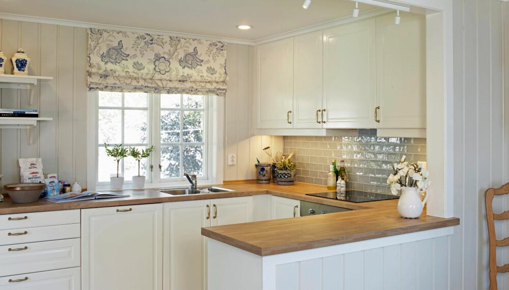 ÅPENT OG FUNKSJONELT: Ved å bygge kjøkkenet i en U samtidig som det er åpent, har kjøkkenet blitt funksjonelt og tilgjengelig.