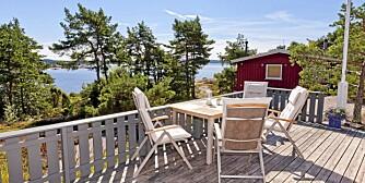 FOLK FLEST VIL TIL HVALER: Denne hytta på Siljeholmen på Hvaler ble solgt i går etter andre visning. En nyoppusset hytte med flott utsikt. Prisantydning 3,5 millioner kroner. Soverom 3. Primærrom 71 kvm. Byggeår 1964, renovert 2011.
