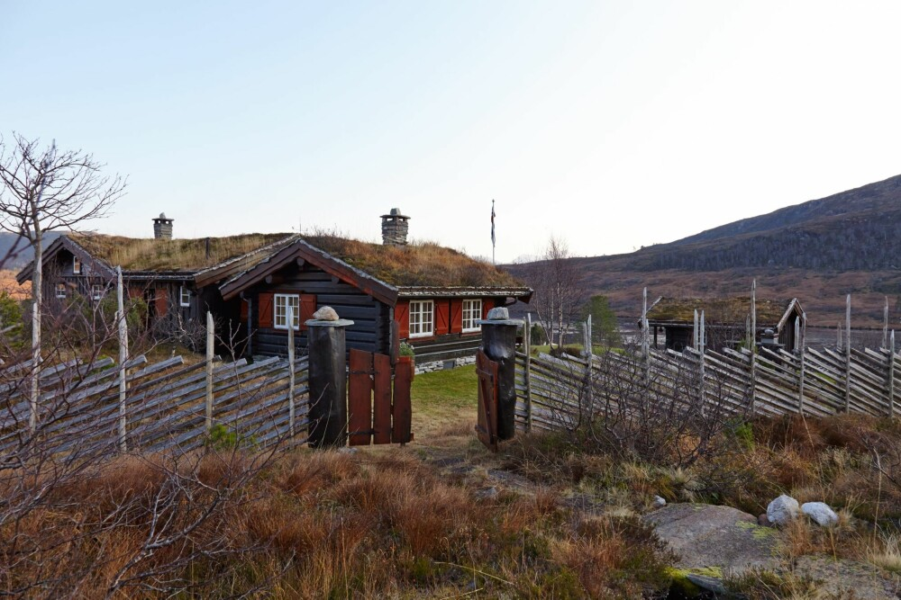 HELÅRS: Hytta blir brukt hele året, mest fra slutten til begynnelsen av vinteren. Merkedager er farsdag og morsdag. Da kommer sola over fjelltoppen Rødhesten.