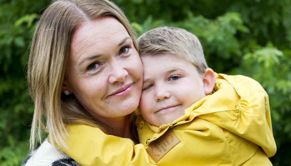 MAMMAS GUTT: Henrik har den sjeldne sykdommen Pearsons syndrom. Mamma Lise kjenner en panikkangst for den dagen da Henrik ikke er der sammen med dem lenger. – Men det er viktig for oss ikke å leve i sorgen på forskudd, sier hun.