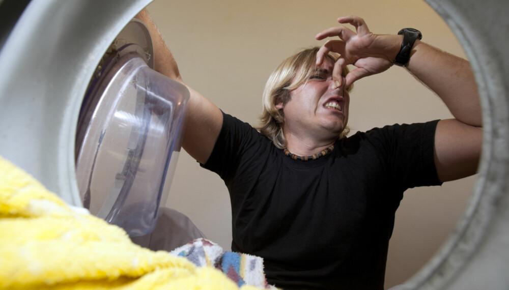 VOND LUKT I VASKEMASKIN: Hvor mange ganger har du ikke opplevd at de nyvaskede klærne lukter vondt, til tross for det friske vaskemiddelet du brukte.