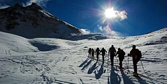 MED SKI PÅ BEINA: Ingenting er som en skitur i sol og hvitt landskap.