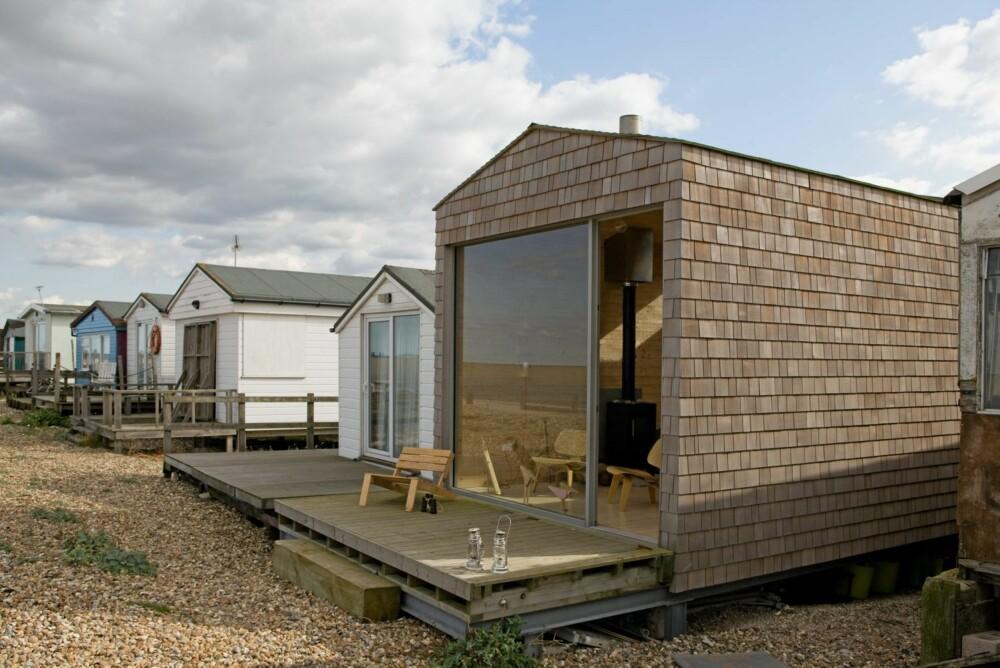 PÅ PÅLER: Hytta er bygget på påler for å unngå flom. Rommet under hytta bruker familien til oppbevaring.